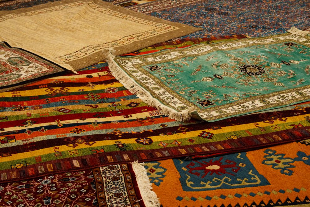 How to Choose an Area Rug for the 80% Carpeting Rule